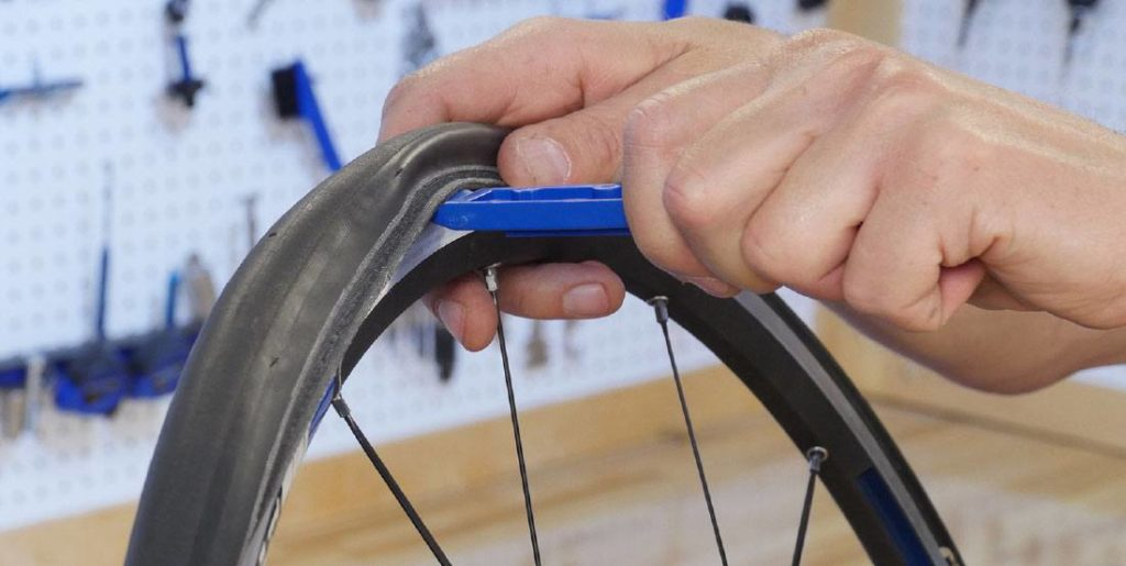 how to remove bike tire from rim